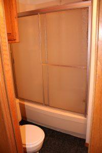 204944B bathroom